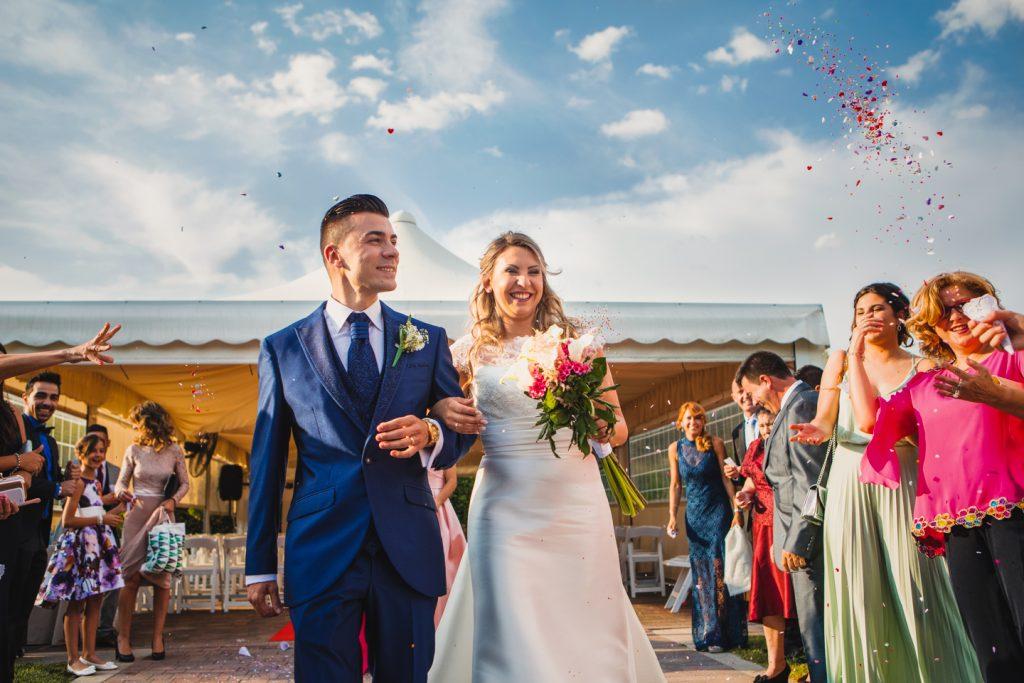 La responsabilidad de fotografiar una boda no es fácil al igual que vosotros elegir al responsable de ello es tarea de encontrar un fotógrafo afín con vuestros gustos fotográficos, la empatía y el feeling que se pueda crear entre ambos. Mi base cada día es el trabajo duro y constante para poder ofreceros la mejor calidad y sentiros satisfechos de hacerme responsable de fotografiar ese día tan importante para vosotros.
